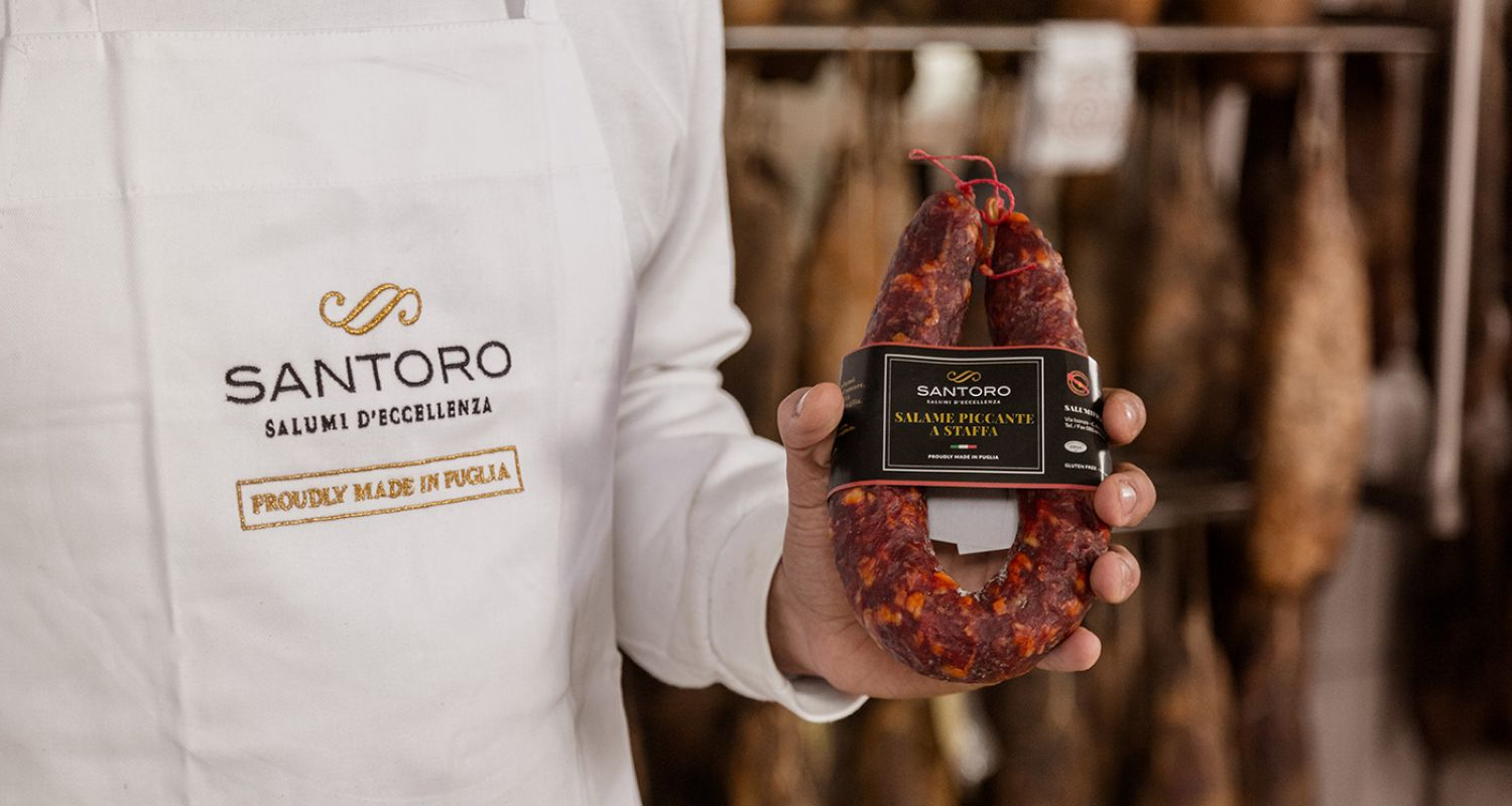 spicy 'a staffa' salami in the hands of a Santoro artisan